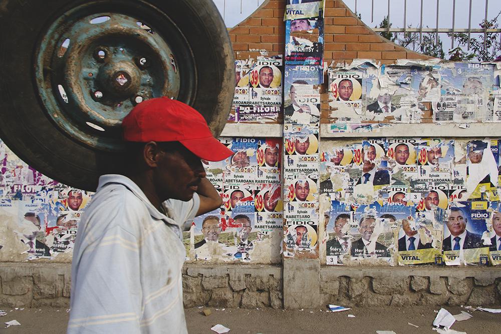 affichage_sauvage_antananarivo_madagascar_election_2013